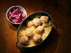 Tiroler Knödel Sauerkraut, Cauliflower, Food And Drink, Vegetables, Cooking, Ethnic Recipes, Austria, Meat, Dumpling Recipe