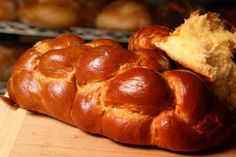 The Latest Challah Recipe from Zomick's Kosher Bakery :: Zomick's Best Recipes Challah, Baking Recipes, Fun Recipes, Bourbon, Bakery, Good Food, Rolls, Bread, Ethnic Recipes
