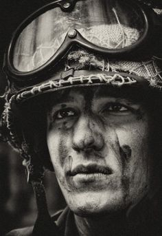 soldier portrait, B&W Foto Portrait, Foto Transfer, War Photography, Vietnam War, Photojournalism, Black And White Photography, World War, Character Inspiration, Artist