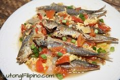 Learn how to make Sarciadong Galunggong, a delicious seafood recipe from Lutong Filipino. Filipino Dishes, Filipino Food, Filipino Recipes, Pancit Palabok Recipe, Seafood Recipes, Cooking Recipes, Pinoy Food, Serving Plates, Tofu