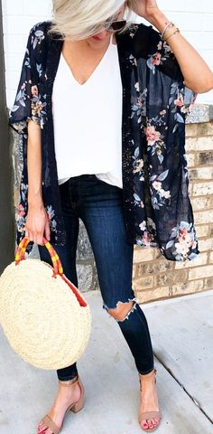 #spring #outfits woman wearing blue floral cardigan while holding round beige bag. Pic by @loverlygrey