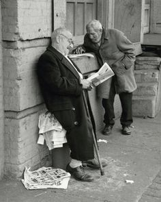 Andre Kertesz. The Bowery (New York) two men reading newspapers, 1960