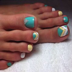 The advantage of the gel is that it allows you to enjoy your French manicure for a long time. There are four different ways to make a French manicure on gel nails. The choice depends on the experience of the nail stylist… Continue Reading → Pedicure Nail Art, Pedicure Designs, Toe Nail Designs, Toe Nail Art, Pretty Toe Nails, Cute Toe Nails, Pretty Pedicures, Do It Yourself Nails, Local Nail Salons