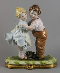 Capodimonte Bruno Merli figurine Boy and Girl Make Peace