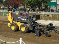 Volvo's MC110C Skid Steer with rake attachment. The MC110C has a rated operating load of 2,250 pounds and is powered by an 84-horsepower Dieselmax TC-63 engine.    Full specs:  http://www.specguideonline.com/product/volvo-mc110c    #construction #equipment #skidsteers #volvo