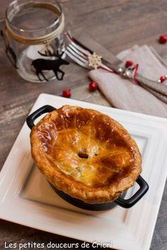 Volaille fermière au foie gras et aux morilles en cocotte feuilletée Pop Up Restaurant, Foie Gras, Sausage, Coin, Breakfast, Desserts, Exotic, Cooking Food, Seasonal Recipe