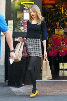 Taylor Swift - Taylor Swift Shops for Groceries