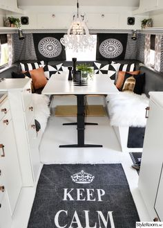The dining area in the repainted caravan. Caravan interior More - Vanlife & Caravan Renovation Shasta Camper, Rv Campers, Camper Trailers, Happy Campers, Travel Trailers, Camper Van, Rv Travel, Camper Life, Rv Life