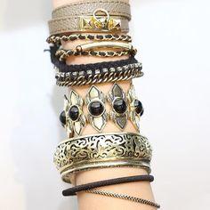 Mix dourado de pulseiras