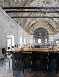 Ils transforment une église en restaurant