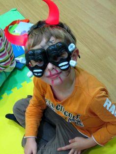 Halloween 2013: los demonios tienen doble cara y los diablillos mucha cara; ¿pensaba que así recibiría el doble de caramelos? Pillo...