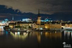 Riddarholmen at night. This small island just to the west of the Gamla Stan old town is home to the burial church of Swedish monarchs, Riddarholmskyrkan. Paris Skyline, New York Skyline, Small Island, Old Town, Stockholm, Explore, Night, Architecture, Building