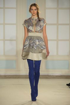 """Temperley's Sexy New Look Is More Than Just Fashion Folklore: Alice Temperley hailed """"the start of a new and exciting era"""" at London Fashion Week today, leading the Temperley girl down a sexier path for Fall London Fashion Weeks, Runway Fashion, High Fashion, Fashion Show, Fallen London, Pretty Outfits, Passion For Fashion, Amelia, Ideias Fashion"""
