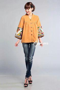 Batik Fashion, Ethnic Fashion, Colorful Fashion, Hijab Fashion, African Fashion, Fashion Dresses, Batik Blazer, Blouse Batik, Batik Dress