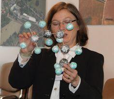 me teaching chemistry in dresden, germany  AROMA PFLEGE FORUM DEUTSCHLAND: Biochemie in der Aromapflege-Ausbildung - mit allen Sinnen