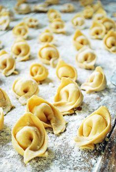 Food Science And Nutrition Refferal: 5865122753 Pasta Alfredo Receta, Pasta Al Pesto, Brocoli Pasta, Pasta Fresca Rellena, Ravioli, Pasta Casera, Broccoli Nutrition, Dessert Dishes, Italian Recipes