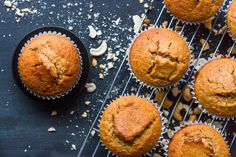 These vegan oatmeal muffins are the perfect weekday morning breakfast. Gluten Free Muffins, Healthy Muffins, Gluten Free Baking, Vegan Baking, Healthy Baking, Healthy Treats, Vegan Muffins, Tasty Snacks, Healthy Foods
