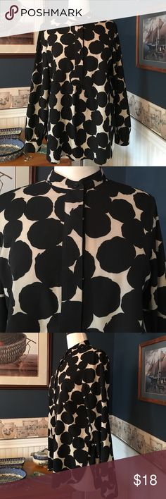 Anne Klein Top Size Medium Pretty Anne Klein top in very good previously worn condition . Size Medium. Armpit to armpit measures 20 inches when flat. Length measures 27 inches when flat in front from shoulder down. Length in back measures 29 inches when flat from shoulder down. Ann Klein Tops Blouses