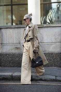 Der Trenchcoat: Das perfekte Teil für ein Frühlings Outfit! Wir zeigen dir die schönsten Modelle von dem Klassiker #fashion #fashionweek #fashiontrend #streetstyle #mode #trends #ootd