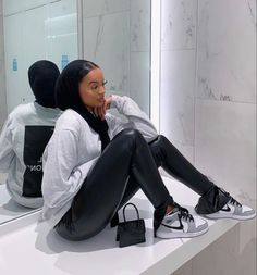Modern Hijab Fashion, Street Hijab Fashion, Modesty Fashion, Muslim Fashion, Cute Swag Outfits, Retro Outfits, Leather Trousers Outfit, Mode Outfits, Fashion Outfits