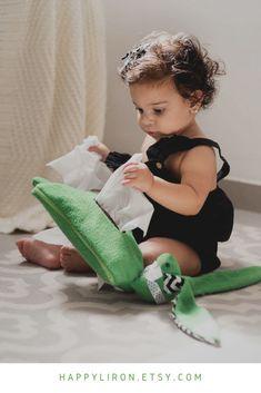 #happyli #happylichildhood  Green Wipes Container, Bunny Wipes Case Cover, Cute Baby Wipes Holder, Wipes Case Boy, Tissue Cover, Tissue Dispenser, Tissue Clutch for Boy  #babywipes #wipes #tissueholder #tissuepaper #nurserydecor #nurseryideas #kidsroom #babyshowergifts