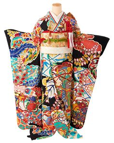 Top places in Japan of the day with 26 pictures * Travel Forever Kimono Japan, Yukata Kimono, Traditional Wedding Dresses, Traditional Outfits, Traditional Kimono, Traditional Japanese, Kabuki Costume, Wedding Gowns Online, Wedding Kimono