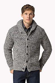 My Tommy Hilfiger NYE Het traditioneel gebreide Elwood vest met sjaalkraag is gemaakt van een mengsel van Italiaanse wolgarens voor een glad en comfortabel gevoel. Normale pasvorm. Rib manchetten en boord. Vlag op linkermanchet. Een echte Tommy Hilfiger klassieker.