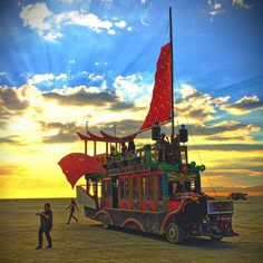 Burning Man people gather for the annual Burning Man arts and music festival in the Black Rock Desert of Nevada. Burning Man Festival is one Burning Man Images, Burning Man 2017, Burning Man Art, Burning Man Pictures, Tachisme, Epic Photos, Cool Photos, Amazing Photos, San Francisco Beach