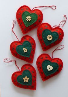 New sewing christmas ornaments tree decorations felt hearts Ideas Sewn Christmas Ornaments, Felt Christmas Decorations, Christmas Hearts, Fabric Ornaments, Christmas Makes, Felt Ornaments, Tree Decorations, Angel Ornaments, Christmas Sewing Projects