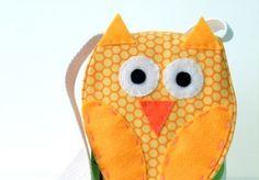 Este simpático saco coruja de tecido pode frequentar vários ambientes e lugares, de acordo com o seu humor.