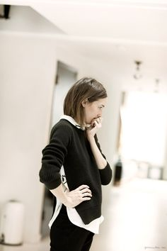 Caroline Ventura, black sweater / Garance Doré I have a dark gray sweater and a men's large burgundy corduroy button down to try to get this look. Looks Chic, Looks Style, Style Simple, Neutral, Ootd, Models, Fashion Fabric, Chic Outfits, Fashion Outfits