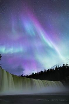 Aurora Borealis / Northern Lights Northen Lights, Nature Images, Beautiful Sky, Amazing Nature, Night Skies, Pretty Pictures, Scenery, Universe, Clouds