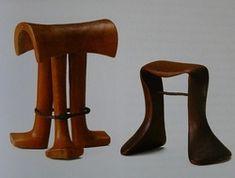 Headrest Karamajong (or related people), Uganda, Kenya, or neighbouringarea 18 × 14.5 × 14 cm; 13.5 × 19 × 9cm