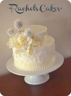 Wedding Cake - Vintage & Lace in ivory.