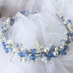 El yapımı kristal tacı, mavi ve beyaz rengi. Swarovski kristal ve inci boncukları kullanılmıştır. Özel tasarım. Sipariş üzerine yapılabilir / Stokta var. Bilgi ve sipariş için ��DM  The wedding hair tiara in blue and white tones decorated with Swarovski crystal and pearl beads. 100% handmade. Special design. In stock. Can be made  for order. Sipping in one-two working days. For more information ��DM. #bridalhair #weddinghair #hairaccessory #gelinaksesuarı #gelinbaşı #gelin #gelinsaçı #saç…