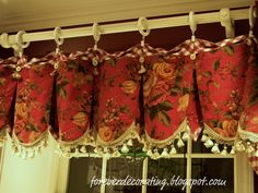 love these handmade valances...she designed them as she went along.....talent much?