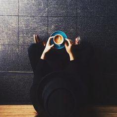 Comienza la semana con estilo y un café... y no olvides visitar nuestra web http://ift.tt/2ch5rWr ! #moda #shopping #instapic #coffee #monday #outfit #fashion #AzzafranBeUnique