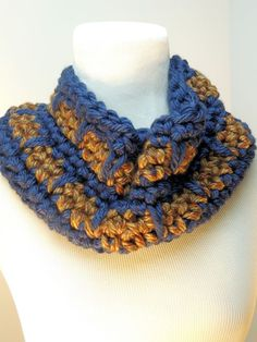 Spike Stitch Cowl | free crochet pattern from CrochetKim