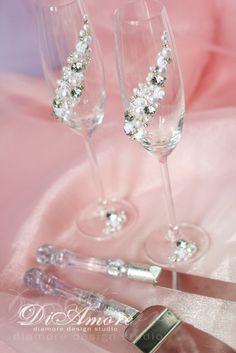 Silver and Pearl toasting flutesSparkle White por DiAmoreDS en Etsy