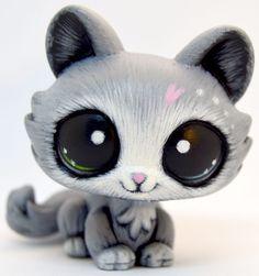 (sold)Littlest Pet Shop OOAK Custom Grey & White Crouching Persian Cat #Hasbro