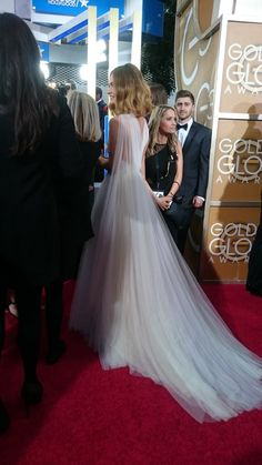 Lily James at Golden Globes 2016 from the Marchesa Spring 2016 Ready-to-Wear Fashion Show Stunning Dresses, Nice Dresses, Flower Girl Dresses, Amazing Dresses, Lily James, Celebrity Red Carpet, Celebrity Style, Evening Dresses, Prom Dresses
