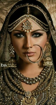 Best Pakistani gold jewellery sets for bridal wear and artificial diamond jewelry designs for wedding. Designers tanishq, kundan, indian and Asian jewelry. Bridal Makeup, Wedding Makeup, Wedding Bride, Wedding Dresses, Princesa Indiana, Silver Nose Ring, Silver Earrings, Model Foto, Asian Bridal