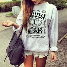 A sweatshirt and shorts is my FAVORITE outfit to wear. Fall/spring are obviously my favorite seasons ; Look Fashion, Teen Fashion, Womens Fashion, Winter Fashion, Fashion 101, Fashion Hair, Fashion Clothes, Summer Outfits, Casual Outfits