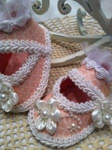 How to make Paper Baby Shoes using Bling