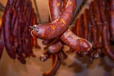 Although similar to Spanish Chorizo, Catavino brings you delectable tidbits in what makes Portuguese Chouriço so special. From beginning to end, you just might be enticed to make it yourself! Portuguese Chourico Recipe, Bratwurst, Overnight Oats, Food 52, Chorizo, No Cook Meals, Allrecipes, Great Recipes, Food And Drink