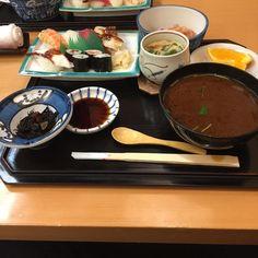 お昼のすし定食