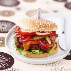 Découvrez la recette hamburger américain sur cuisineactuelle.fr.
