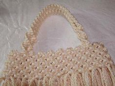 Materials & Supplies Needed To Make Macrame Purse 110 yds of BRAIDED macrame cord (or braided) 20 one inch wooden beads beads front, 10 beads back) knotting board or ceiling tile T-… Macrame Purse, Macrame Cord, Macrame Knots, Macrame Jewelry, Macrame Bracelets, Purse Tutorial, Bracelet Tutorial, Macrame Tutorial, Macrame Projects