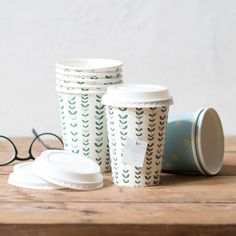 Enjoy a steaming cup of tea on the go, Clara suggests. Six pcs. per pack, price DKK 12,40 / SEK 16,98 / NOK 16,80 / EUR 1,74 / ISK 349 / GBP 1.38  #owndesign #papercups #tea #coffee #hotdrinks #togo #inspiration #sostrenegrene #søstrenegrene