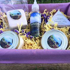 Gift baskets coming to the Salubria Store! A selection of our holistic bath and hair items placed in a handmade reusable basket! This basket contains: 1 Bath Cube (Happy Place)  1 Origami Soap (Chamomile + Honey)  1 Sugar Polish (Chamomile + Honey)  1 Hair and Body Butter (London Fog) 1 Hair and Scalp Oil. Debuting on Black Friday! Who would you gift one to? . . . . . #detoxify #heal #beautify #salubriacare #salubriagram #natural #beauty #botanical #love #holistic #skin #hair #lavender…